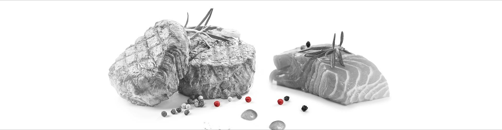 Steak und Lachs mit Pfefferkörnern